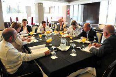 Girsu: Maza Dice Que No Habrá Fondos Para Municipios y Los Intendentes Se Rebelan