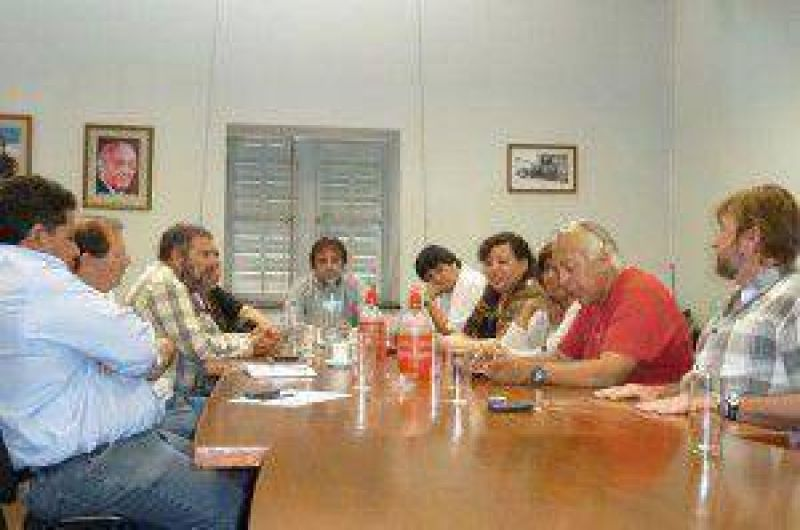 Radicales se reunieron con la Multisectorial quienes objetaron ley de pase a planta permanente y jubilaciones y pidieron se reflote proyecto de fondo compensador