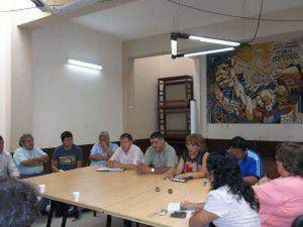 Docentes y estatales de Jujuy amenazan con medidas de fuerza si no reciben respuesta favorable hasta el lunes sobre la ayuda extraordinaria