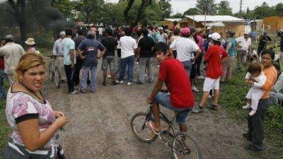 Tensión durante operativo de desalojo de un predio en Banda del Río Salí