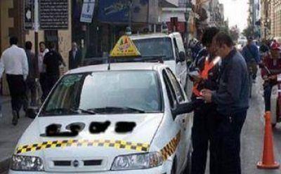 Taxi: Denuncian que se otorgaron licencias a personas fallecidas