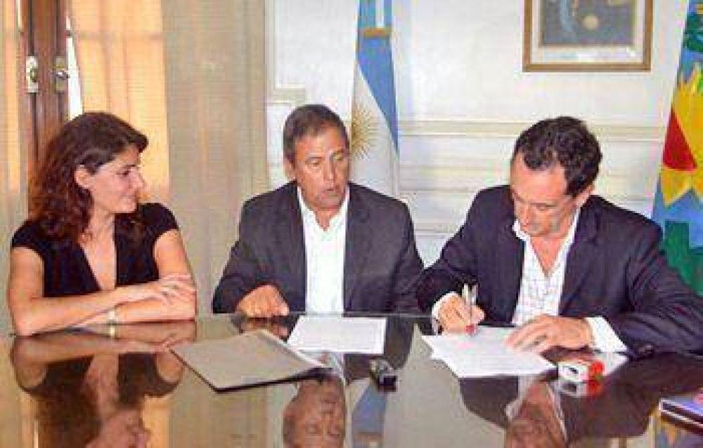 El Municipio firmó un convenio con el Sindicato de los Gastronómicos