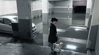 Autos sepultados bajo el agua y furor por la ropa mojada en oferta, contrastes de Belgrano