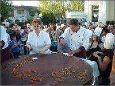 Este lunes continua el 8º Festival Gastronómico