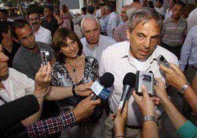 Sapag bregó por el diálogo y la democracia
