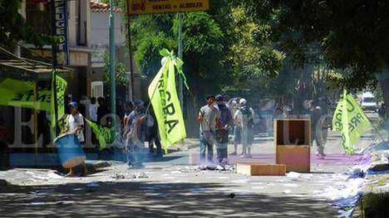 Violentos incidentes en la Uocra de Z�rate: tres heridos de bala