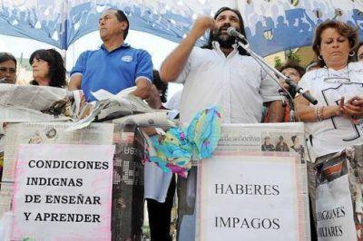 Docentes bonaerenses marcharon por el pago de sueldos adeudados y la reapertura de paritarias
