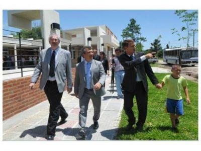 Urribarri inauguró una nueva escuela en María Grande