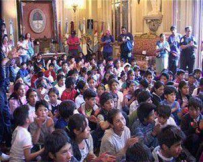 Alumnos de las cuatro regiones de la provincia visitaron el Salón de la Bandera