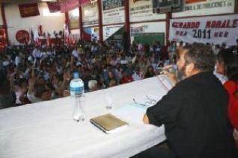 """La Convención de la UCR en Jujuy decidió que """"De ahora en más las bancas obtenidas por la UCR serán del Partido""""."""