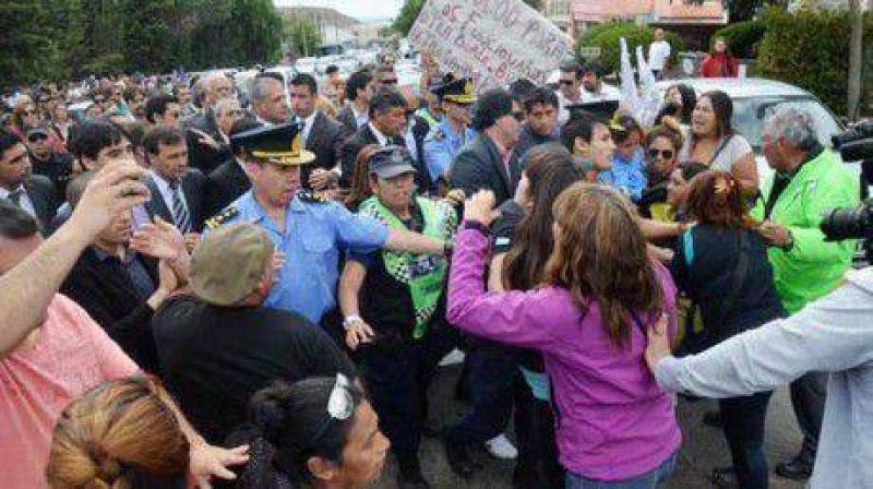 Festejo y escándalo: tras el acto hubo incidentes, insultos y golpes
