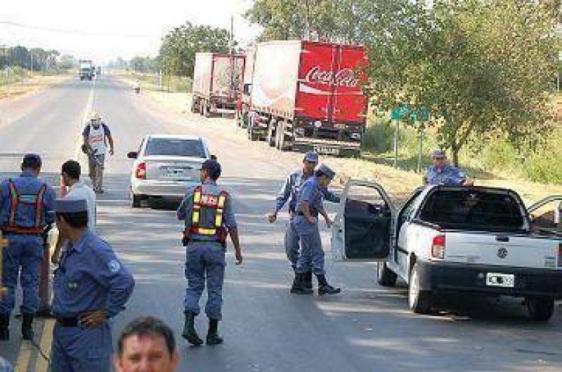 Amplio despliegue operativo fumigando a vehículos que ingresaban a la ciudad.
