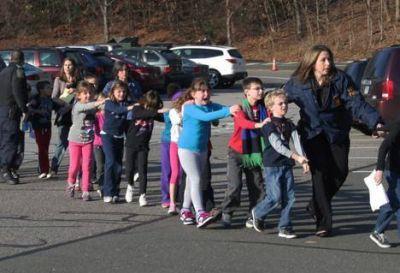 Horror en Estados Unidos: un joven asesinó a 27 personas en una escuela