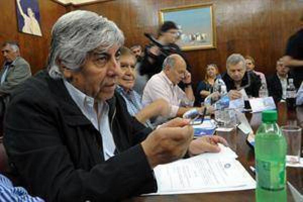 Moyano gestiona con los caceroleros para ampliar su protesta
