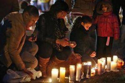 En shock, EE.UU. busca explicarse la masacre escolar