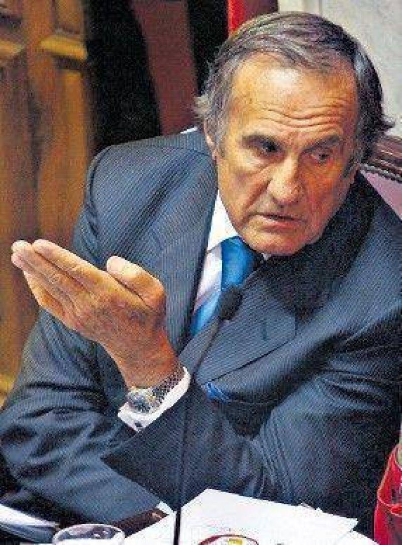 Reutemann intentará armar un frente para desafiar a Kirchner