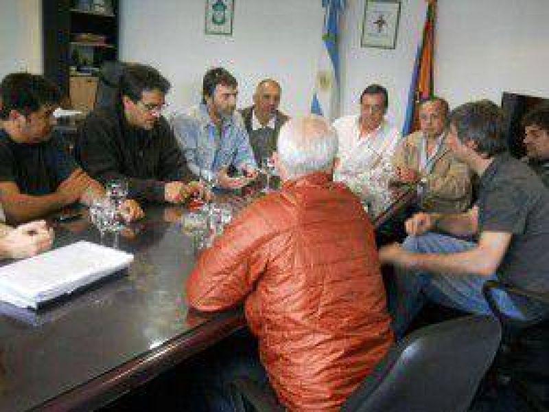 Gobierno se reunió con sindicatos para llegar a un acuerdo