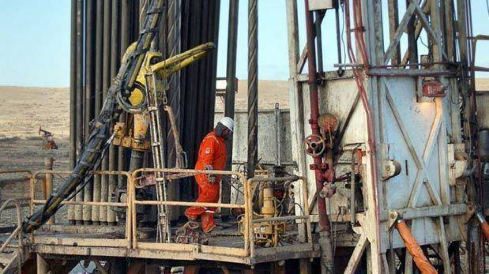 Petroleros paralizaron equipos de DLS en Santa Cruz norte