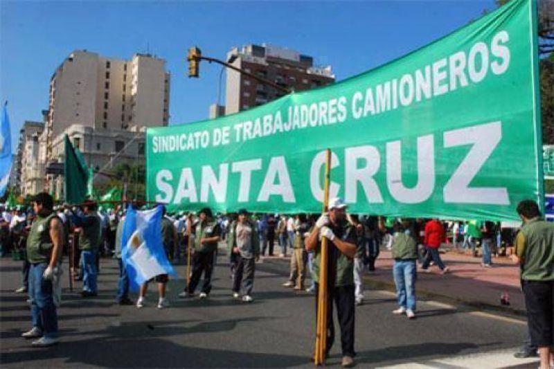 Unos 450 trabajadores viajan a la movilización de camioneros en Buenos Aires