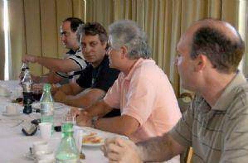Félix aceptó encabezar la lista de diputados nacionales del peronismo