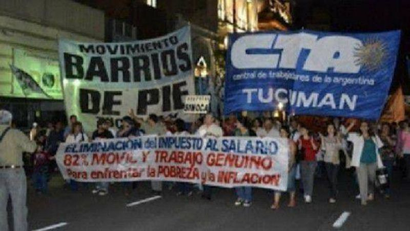 Gremios disidentes marchan a la plaza Independencia