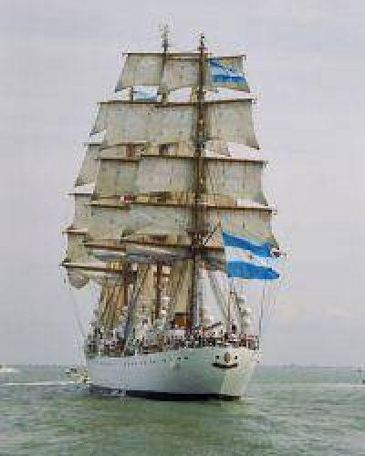 La Fragata Libertad viaja hacia la Argentina