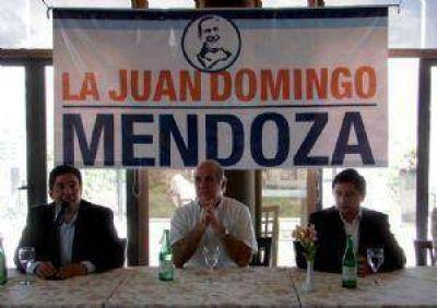 Scioli hizo pie en Mendoza y se diferenció de Pérez