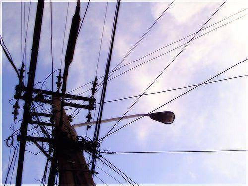La provincia firma un convenio por $ 82.000.000 para electrificación rural en 23 localidades.