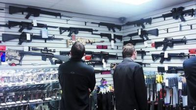 Tras la masacre, fiebre de venta de armas en EE.UU.