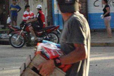 """Confirman dos muertos en Rosario y denuncian """"instigadores"""" en saqueos"""