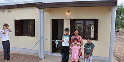 Insfrán lanza la ejecución de 1.228 viviendas y 23 escuelas
