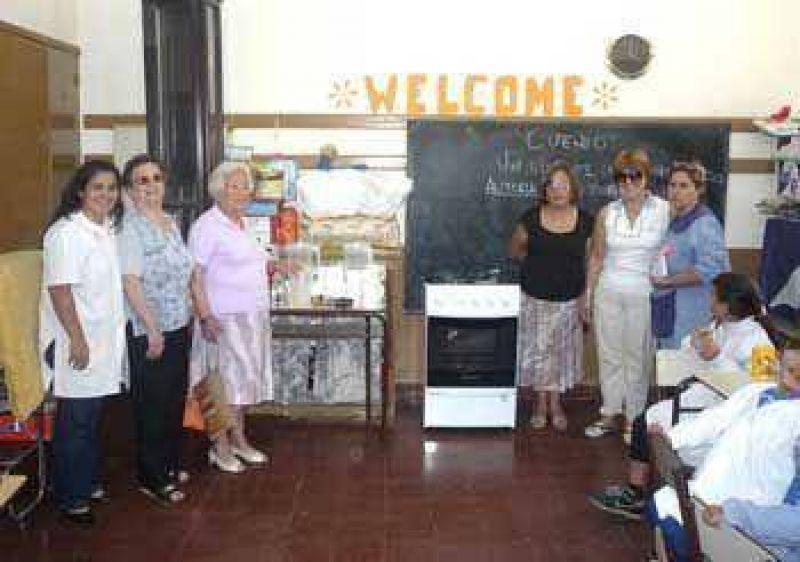 Realizan donaciones a varios establecimientos educativos
