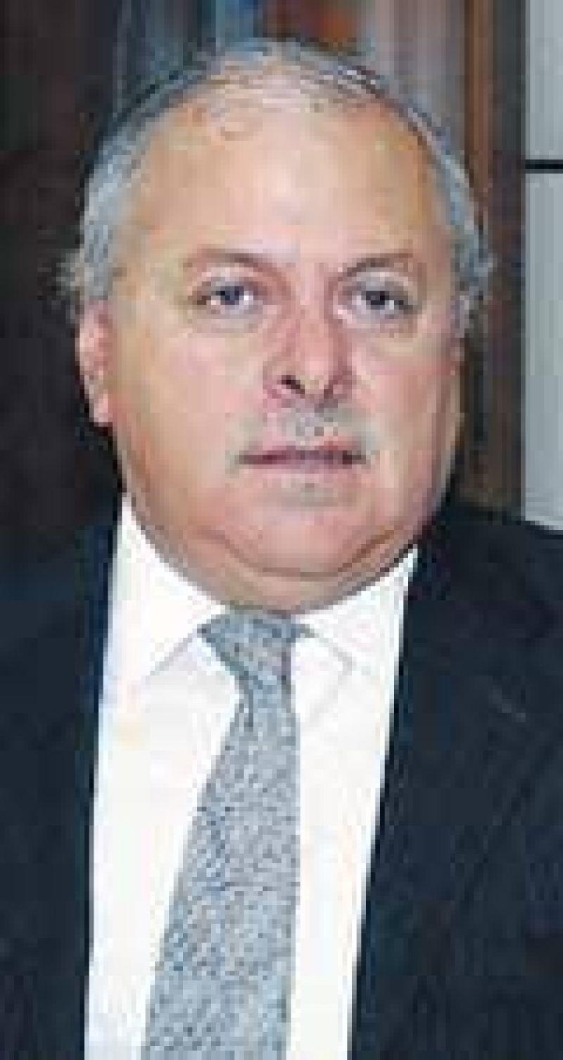 Colombi también adelantó las elecciones en Corrientes y generó polémica
