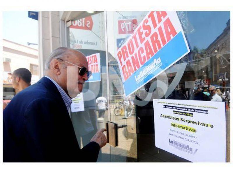 Paritarias 2013: los empleados bancarios est�n en alerta y movilizaci�n