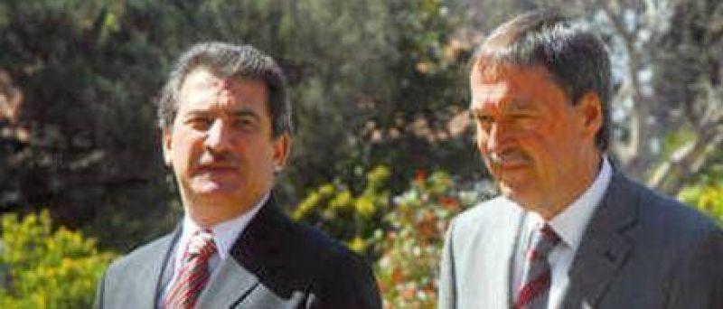Schiaretti y Uribarri bajan impuestos al campo
