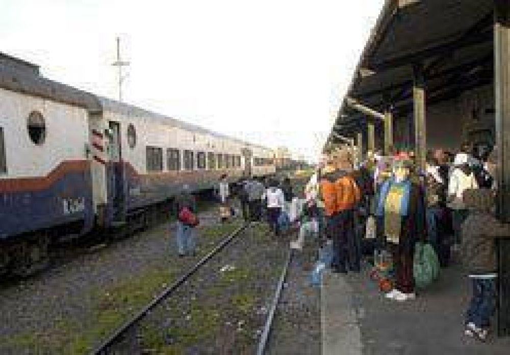 Otra vez un tren se rompió y casi 200 pasajeros quedaron varados en medio de la vía
