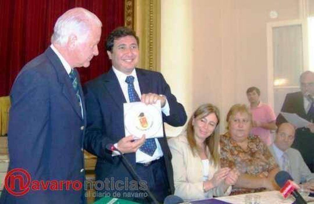 El ministro Arroyo llegó para firmar importante convenio