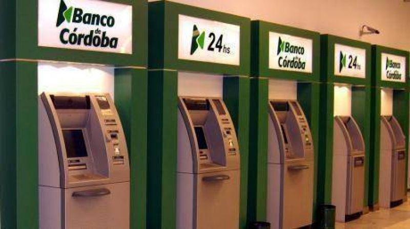 Por el paro de bancarios, trámites y plata, sólo por cajeros
