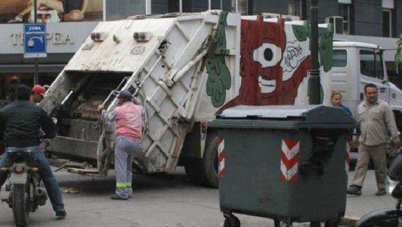 Principio de acuerdo entre Camioneros y la firma 9 de Julio en el conflicto de la basura