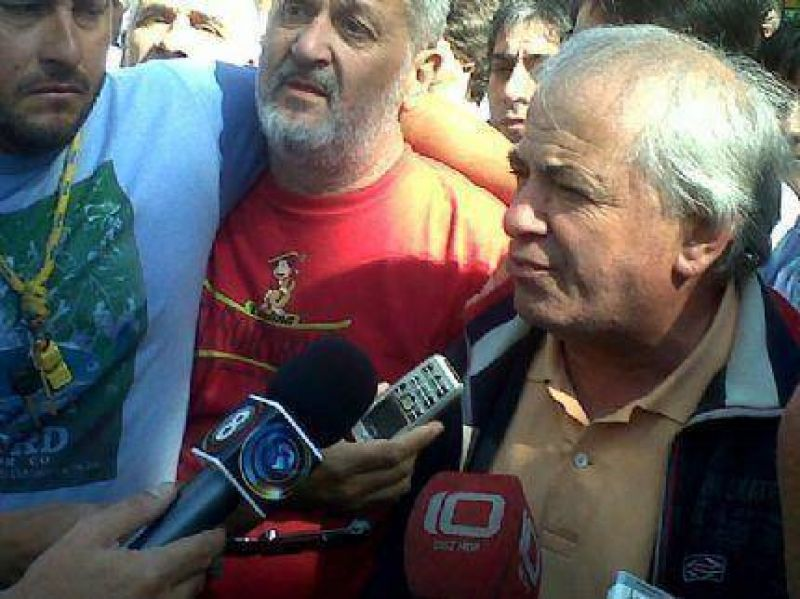 Apote�tico recibimiento a �Pepe� San Mart�n en la sede del Ministerio de Trabajo