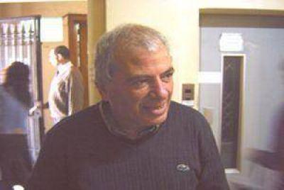 Pepe San Mart�n: �Creo que merezco una respuesta del ministro�