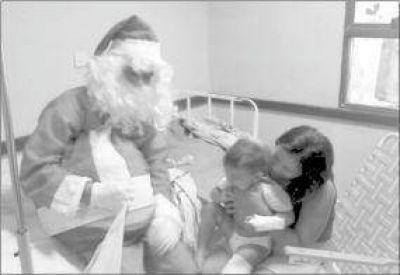Papá Noel Solidario llevó regalos y pan dulce a los niños internados en el Samic de Oberá