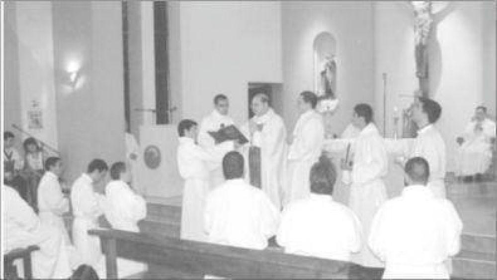Monseñor Martorell otorgó ministerios a doce seminaristas en Puerto Iguazú