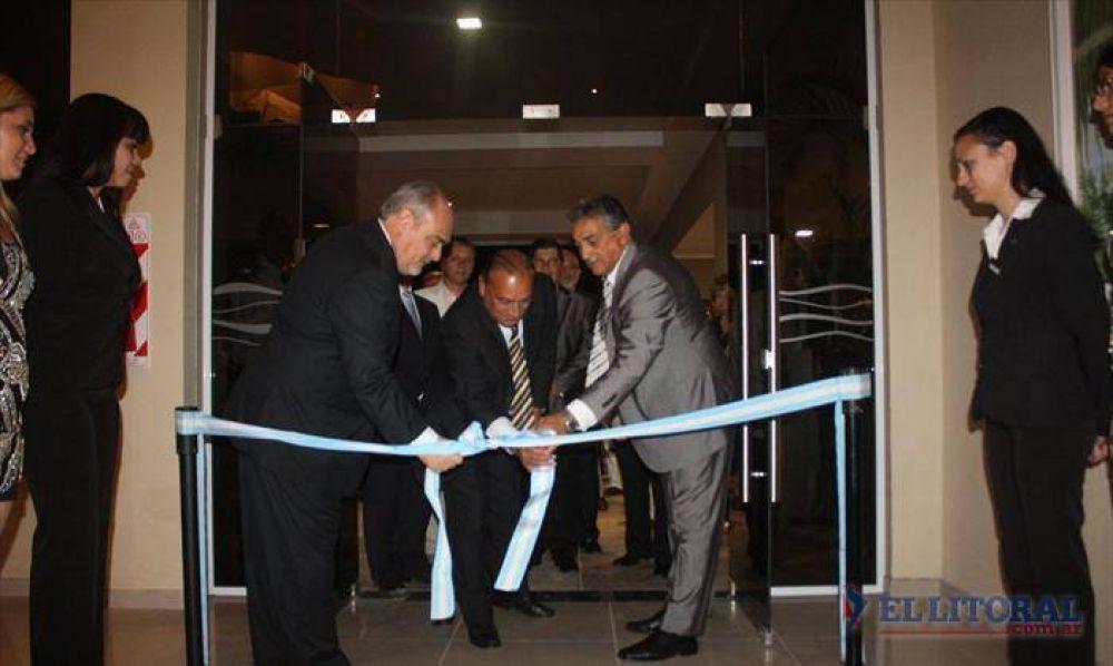 Inauguraron el primer hotel casino de Paso de la Patria