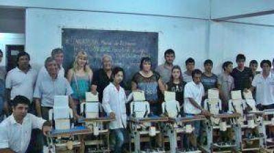 Desarrollo Social entregó sillas de ruedas y elementos ortopédicos al Servicio Penitenciario