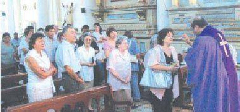 Dirigentes radicales hicieron una misa por Ra�l Alfons�n.