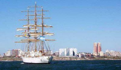 La Fragata Libertad se acerca a Mar del Plata