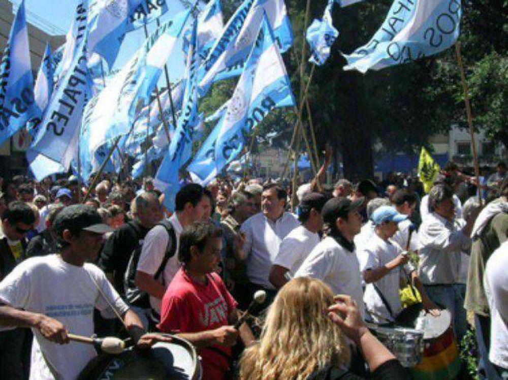 Los municipales santafesinos piden un aumento de sueldo del 30 por ciento