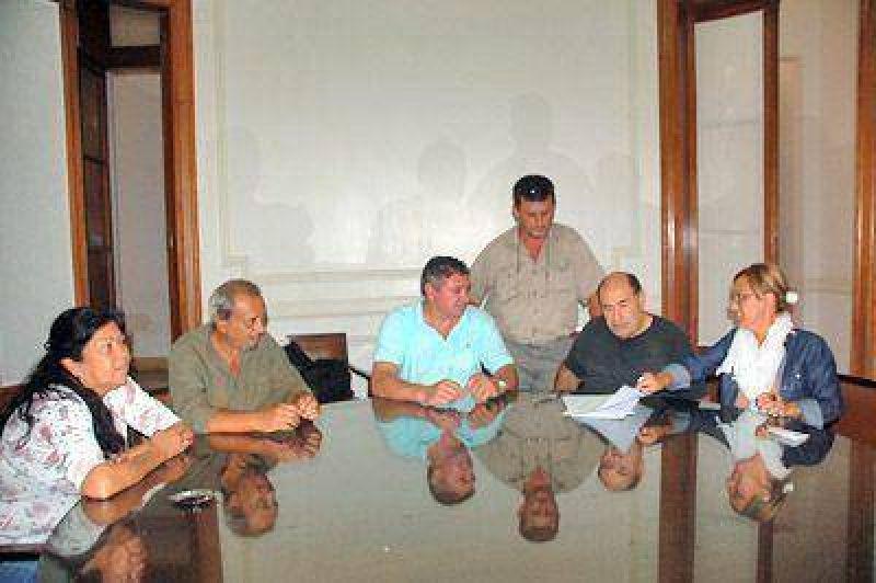 Los trabajadores municipales acordaron con el Ejecutivo un aumento del 26 por ciento