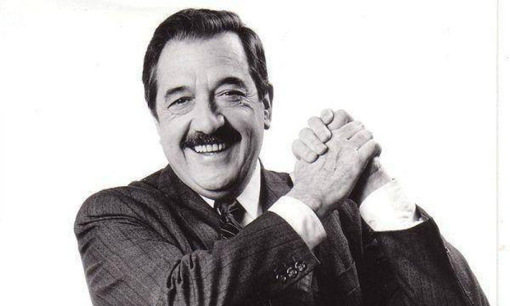 La historia del saludo del ex presidente Raúl Alfonsín